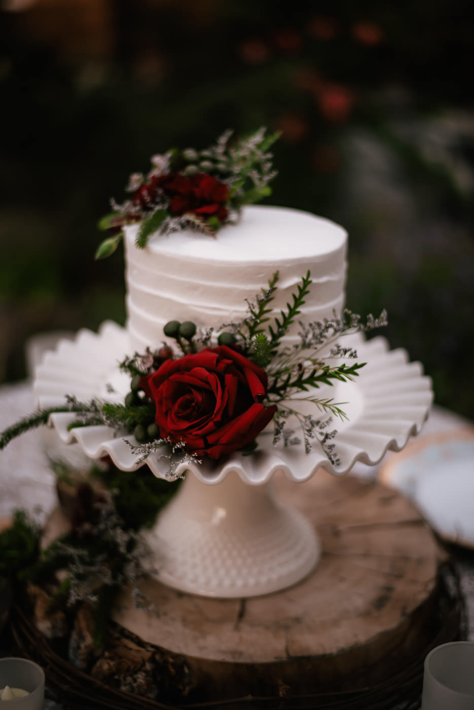 Topping your wedding cake with flower details is an easy way to class up your reception.