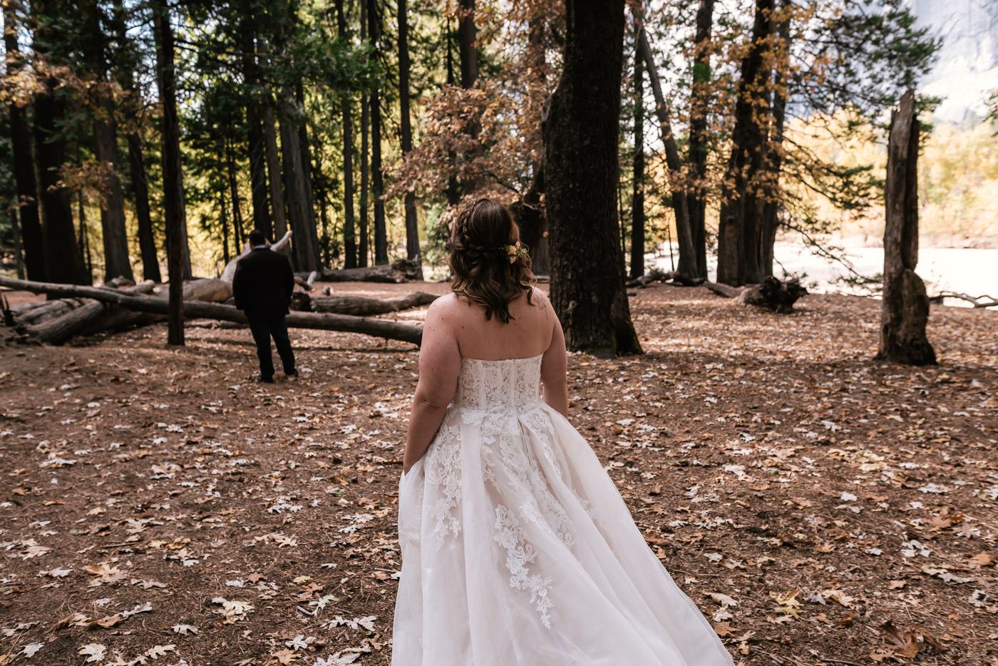 yosemite-swinging-bridge-first-look-wedding-1.jpg