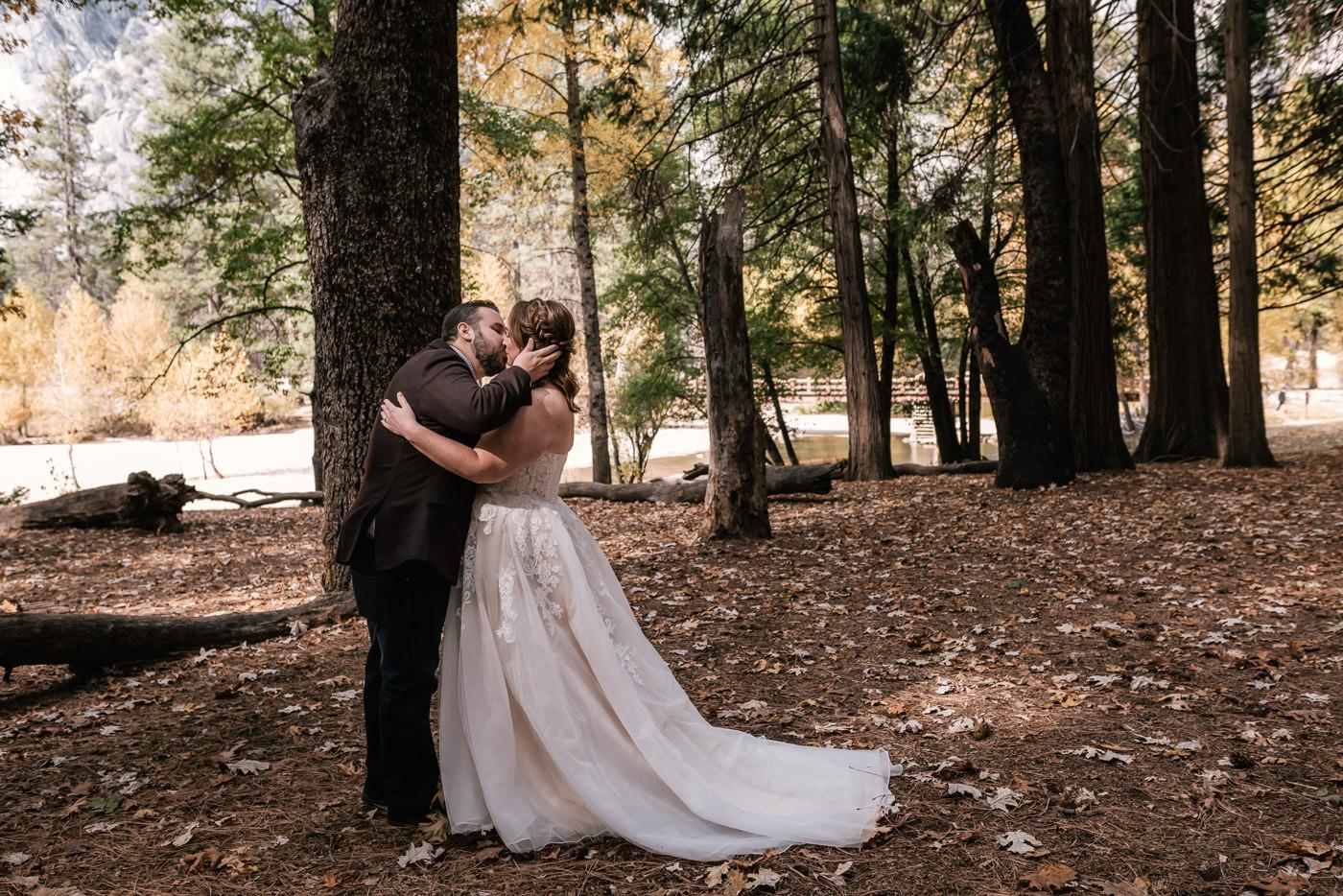 yosemite-swinging-bridge-first-look-wedding-6.jpg