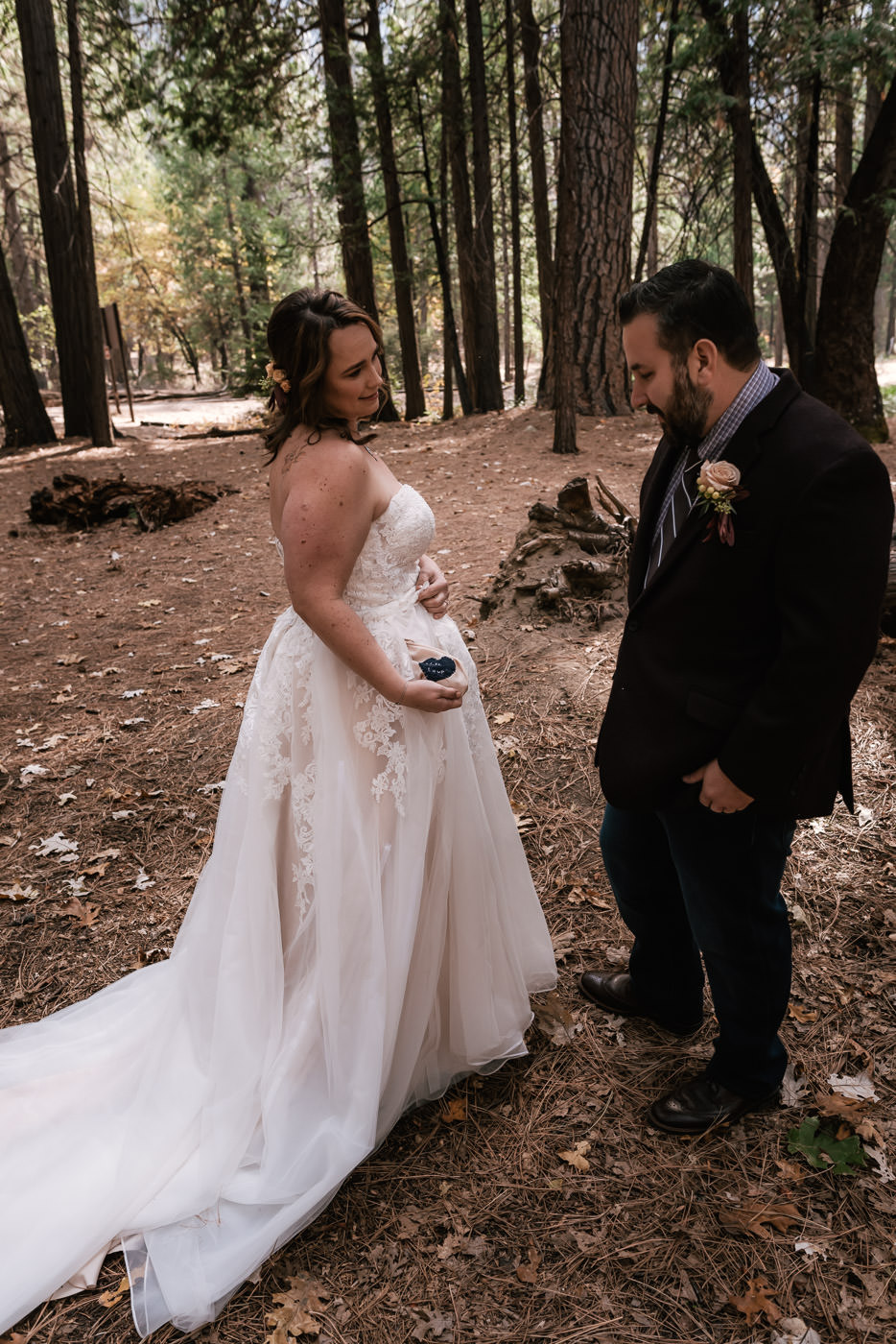 yosemite-swinging-bridge-first-look-wedding-9.jpg