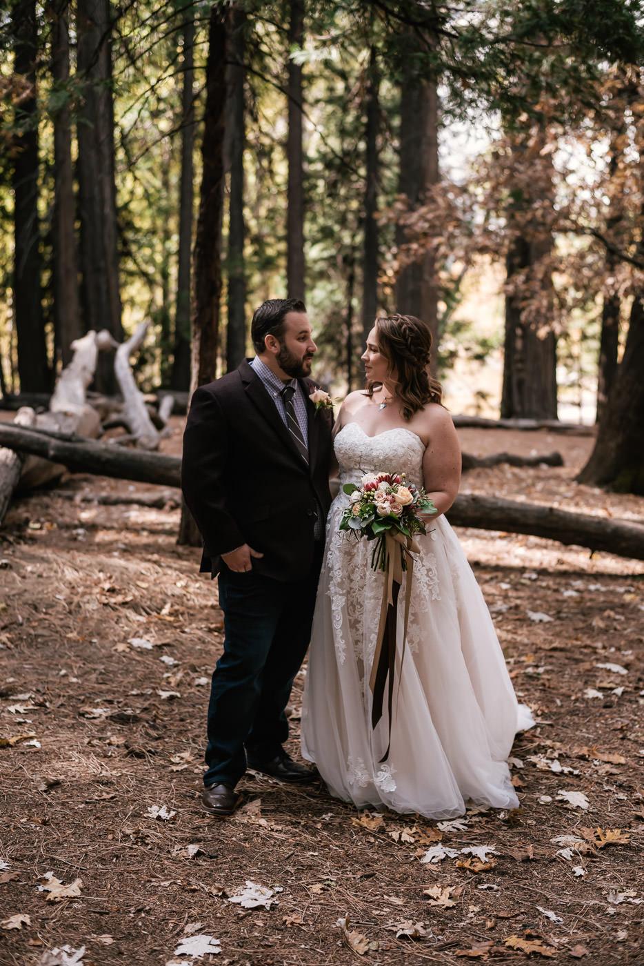 yosemite-swinging-bridge-first-look-wedding-10.jpg