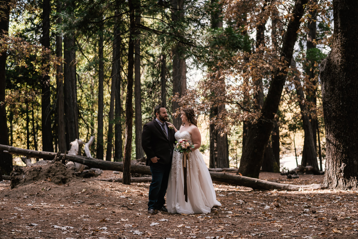 yosemite-swinging-bridge-first-look-wedding-11.jpg