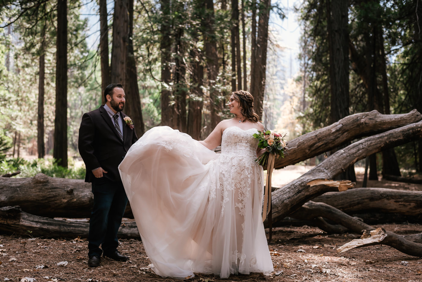 yosemite-swinging-bridge-first-look-wedding-13.jpg