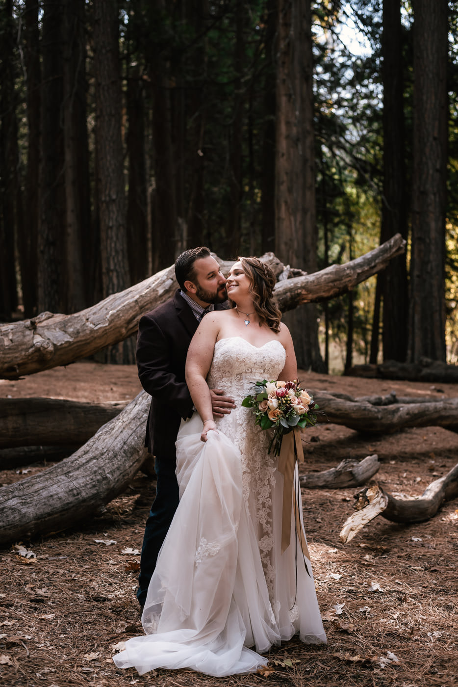 yosemite-swinging-bridge-first-look-wedding-14.jpg
