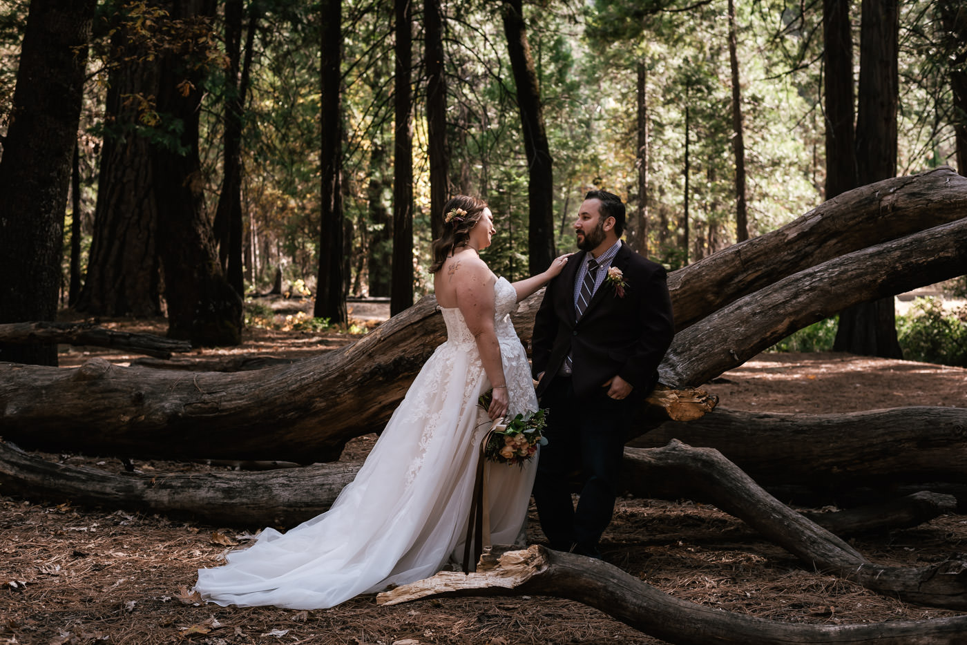 yosemite-swinging-bridge-first-look-wedding-16.jpg