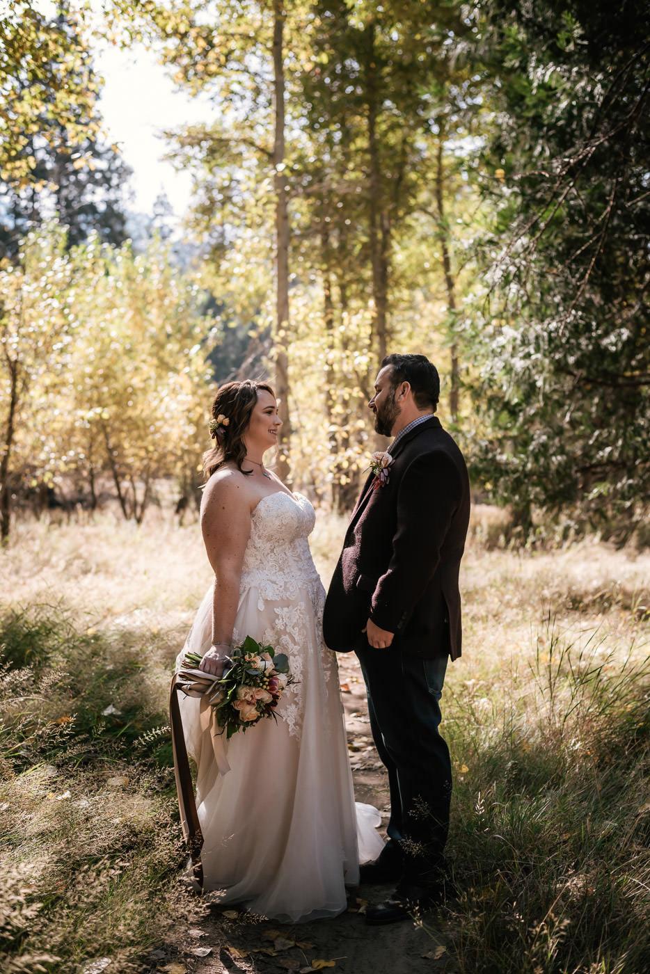 yosemite-swinging-bridge-first-look-wedding-25.jpg