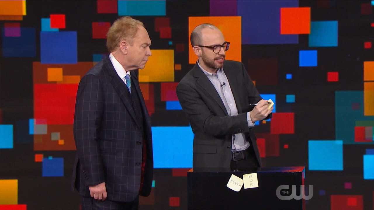 Office Supplies can be used for magic!  - Penn and Teller Fool us Tyler Twombly  [S05E11].00_06_44_08176.Still002.jpg