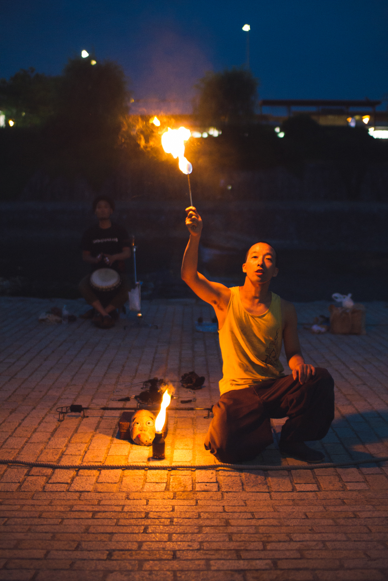 Street performer on the bank of Kamogawa River in Kyoto.