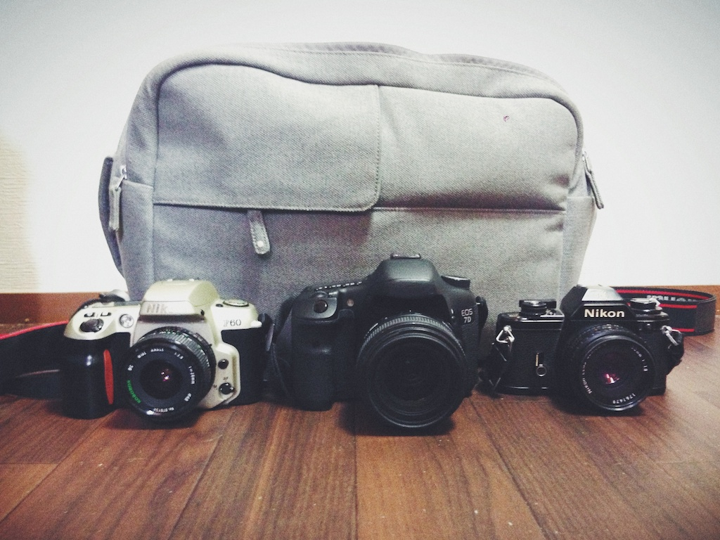 From left to right ; Nikon F60 with a 28mm 2.8 lens, Canon 7D with a 35mm 1.4 lens, Nikon EM with a 50mm 1.8 lens.