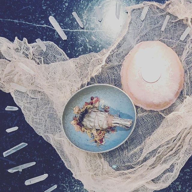Just a little N E W M O O N 🌙 Magick 💫 This is a time to pause, take a moment to be still, be witness to what you are holding onto and choose the let go. We have Mother Nature, the tides and the Moon assisting us in gracefully letting go and letting flow what no longer serves the vision of our greatest selves. And once, and only once we are empty, can we fill ourselves back up with the new magic we desire. Imagine trying to keep your body clean without actually washing and scrubbing away the dirt... it just doesn't work. This is why we must release and let go, wash away the cobwebs, the thoughts, the manifestations we have accumulated over the past moon month, so we can let new Magick, new manifestations and new ways of being enter our lives. It only takes a moment, a few breaths, a strong intent, yet daily consistency is the key to cleaning, renewing and keeping our temples (and our minds) clear. Make space today nude the new moon energy to sit quietly, be still, breathe conscious awareness into your body, let those old thoughts flow, send them out and away, create space in your body, and then fill it with the most magickal, divine, colorful energy that makes your heart burst with Joy!! It's really this simple if we can keep coming back to the practice, the moment, the breath, the stillness. And if you are near me in Sydney, M O O N  M E D I T A T I O N S are coming soon! 🌙🌕💫 In Love 💗 #newmoon #moonmagick #meditation #peace #stillness #naturesmagick #guidance #flow #be