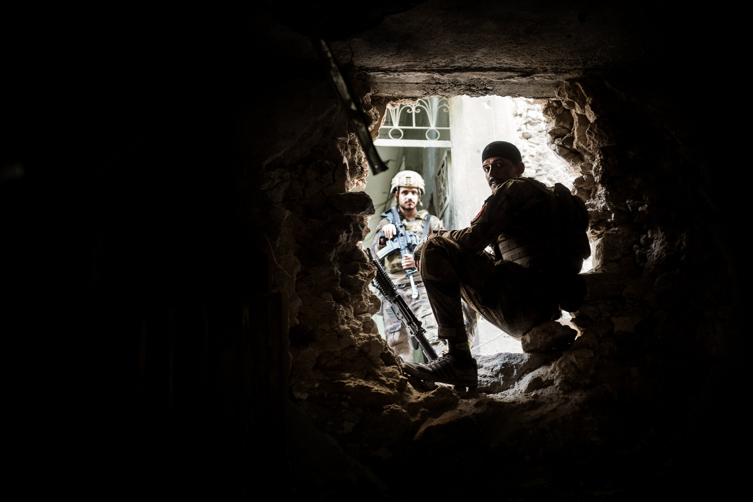 Iraqi Golden Division soldiers resting at the frontlines while waiting for a new chance to engage the ISIS fighters.