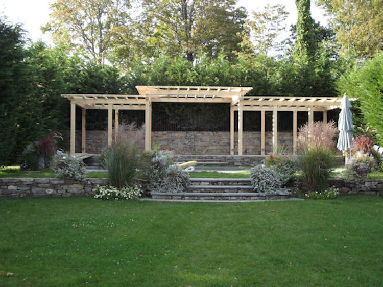 A Connecticut Courtyard  Designed by: J.P. Franzen Associates Architects