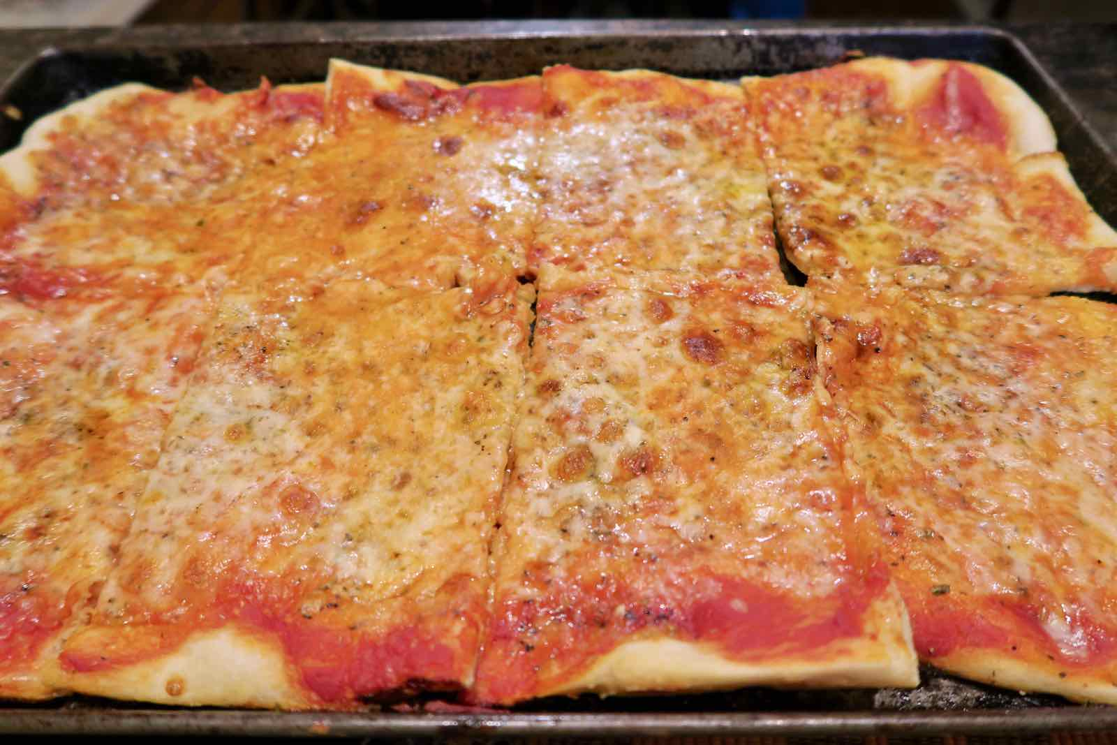 homemade-pizza-sheetpan-2.jpg