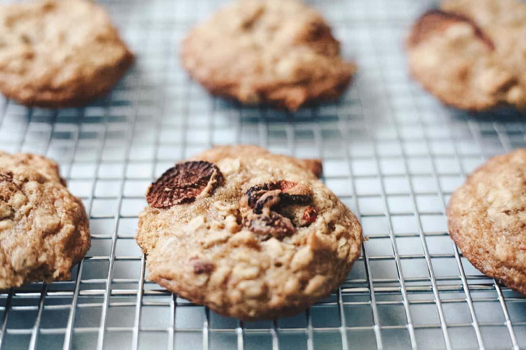 strawberry-oatmeal-cookie-recipe.jpg