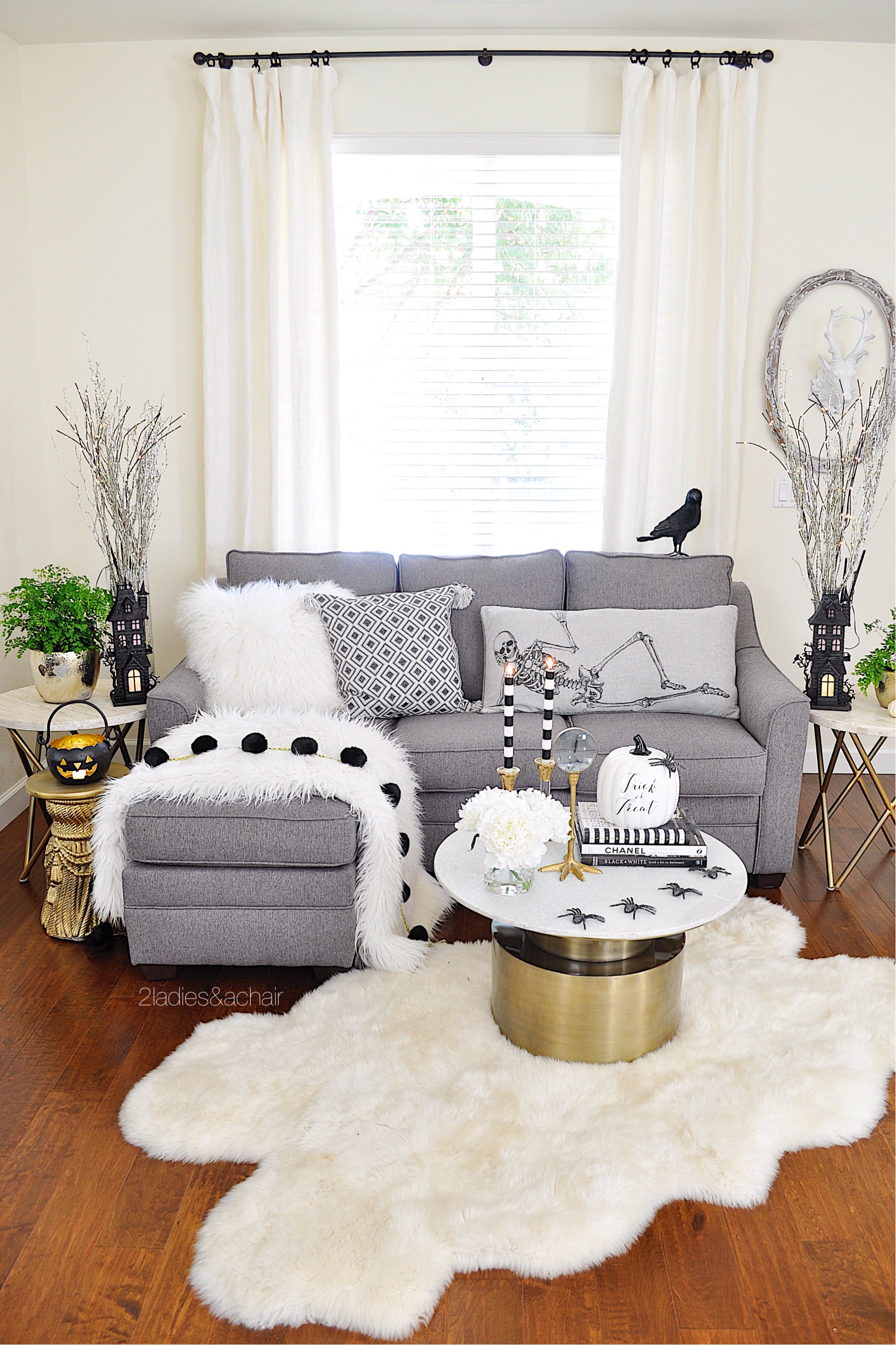 Easy and Spooky Halloween Decorating Ideas — 2 La s & A Chair