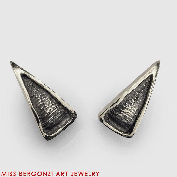 FLO_Earrings_petal_1_Silver-Web.jpg
