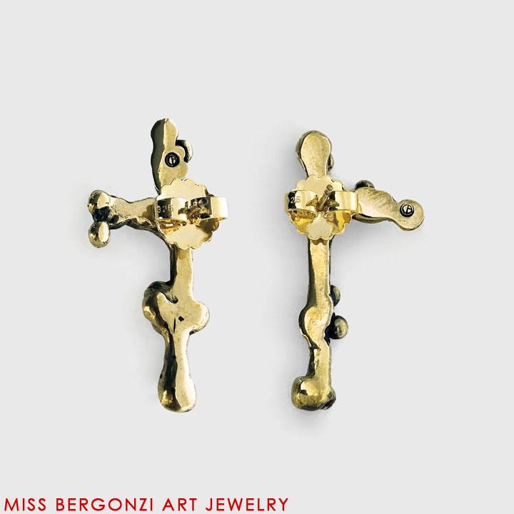 MED_earrings_2_20x20x72_20x20x72_web.jpg