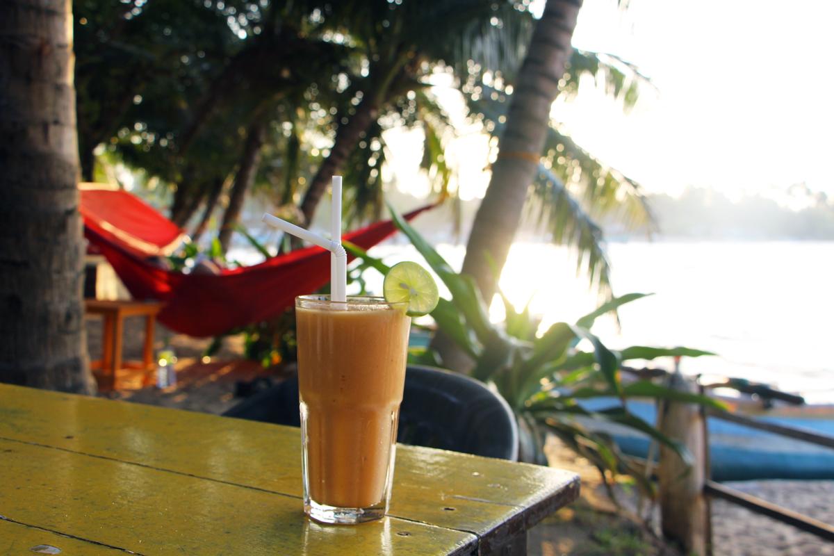 Cocktail banane, maracudja t papaye., Mambo's. Arugam Bay.