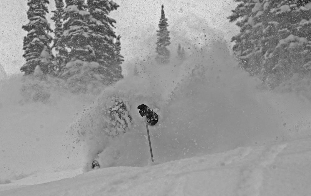 Double overhead powder skiing