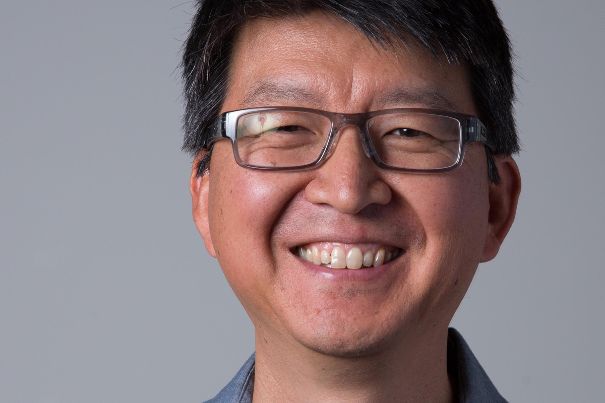 Sung Park is Co-director of the University of Oregon School of Journalism and Communications  Multimedia Journalism master's program and is Story Arc Workshop creator along with Wes Pope.
