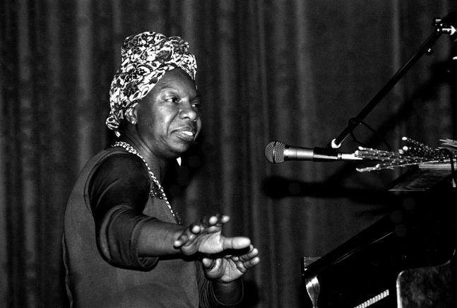 Nina Simone, Morlaix Concert in Bretagne, France (1982). Photo by Roland Godefroy. Source: https://commons.wikimedia.org