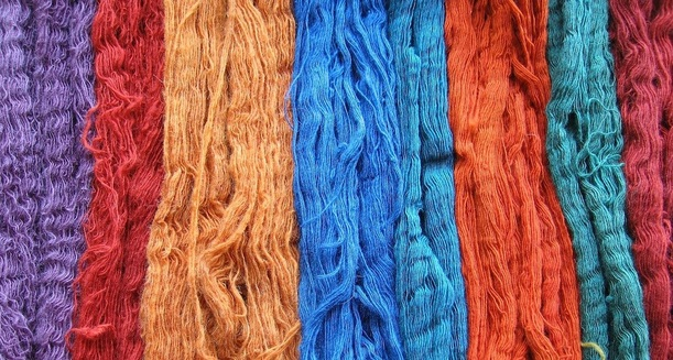 Wool skeins naturally dyed with indigo, lac, madder, and tesu by Himalayan Weavers in Mussoorie, India. www.himalayanweavers.org. Source: https://commons.wikimedia.org
