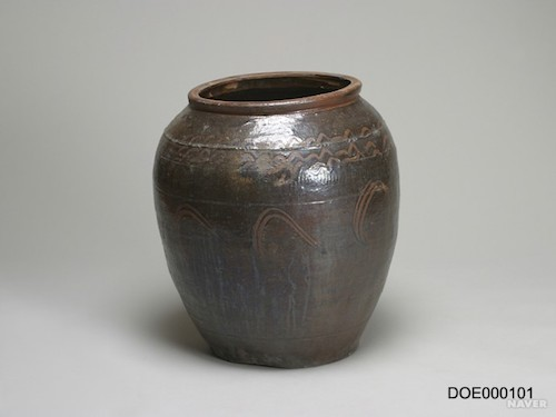 Traditional Korean storage jar. Photo provided by artist.