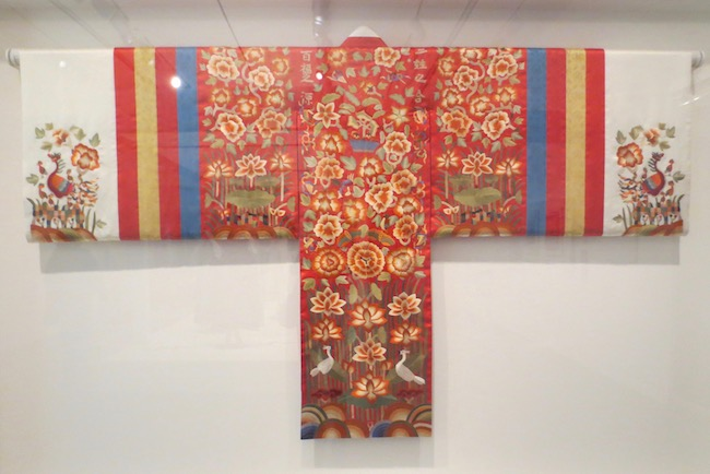 Reconstruction of bridal robe ( hwarot ) from Joseon Dynasty (1392-1897), embroidered silk.