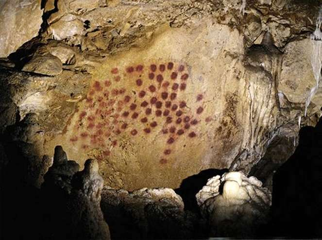 """Pointillist"" painting at Chauvet cave. Source: http://www.bradshawfoundation.com/chauvet/red_dots_panel.php"