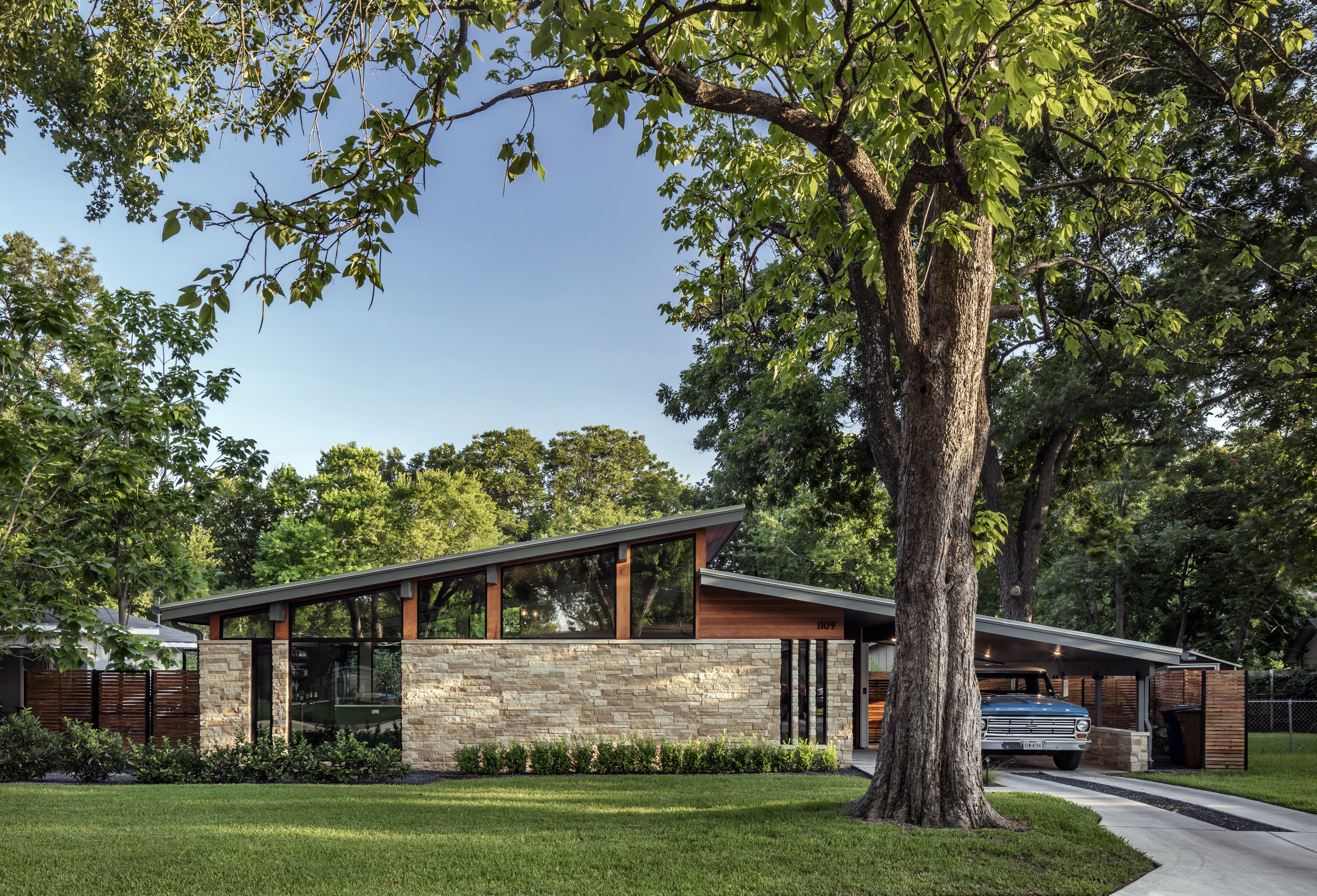 03 Re-Open House by Matt Fajkus Architecture - Photo by Charles Davis Smith.jpg