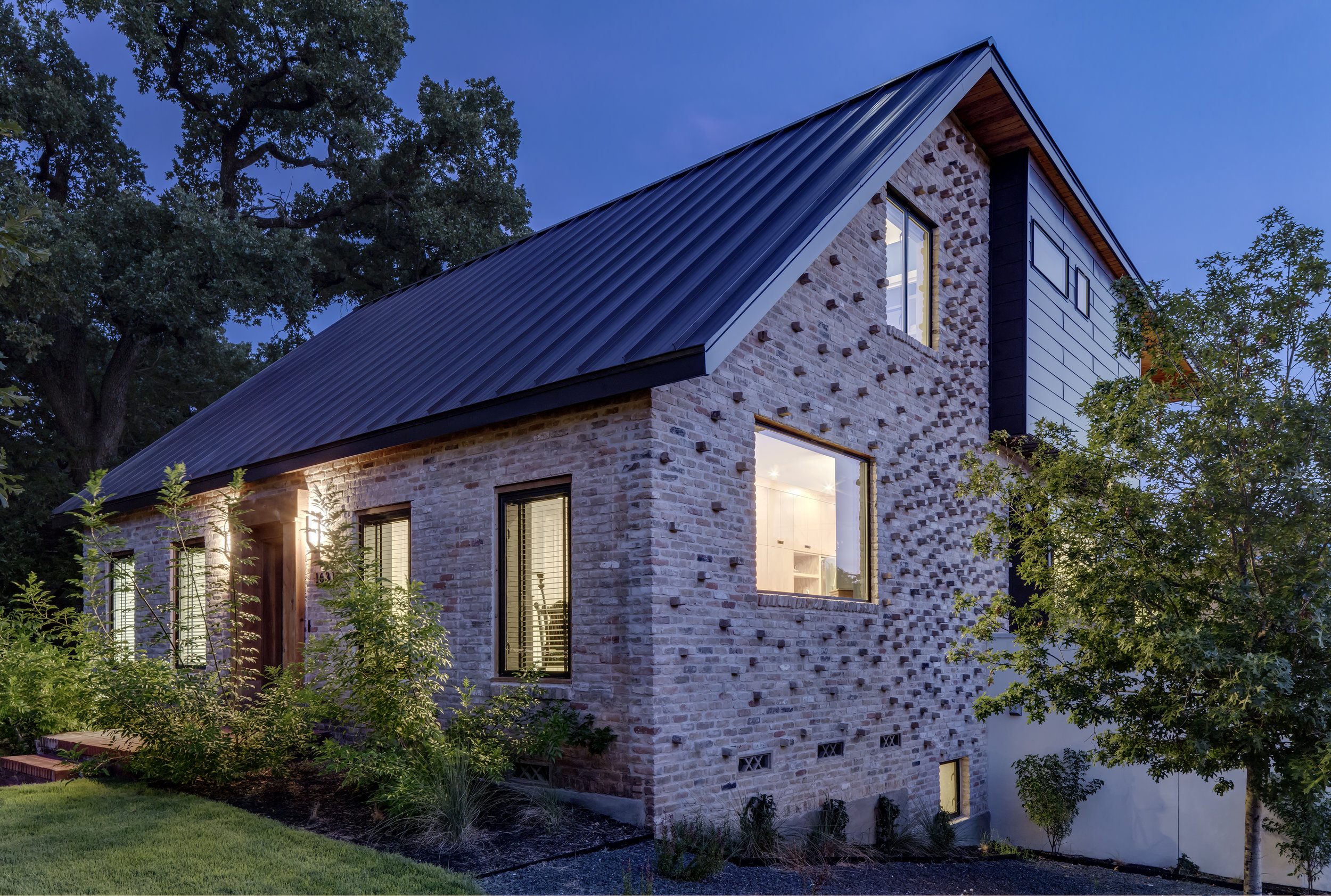 17 Mullet House by Matt Fajkus Architecture. Photo by Charles Davis Smith.jpg