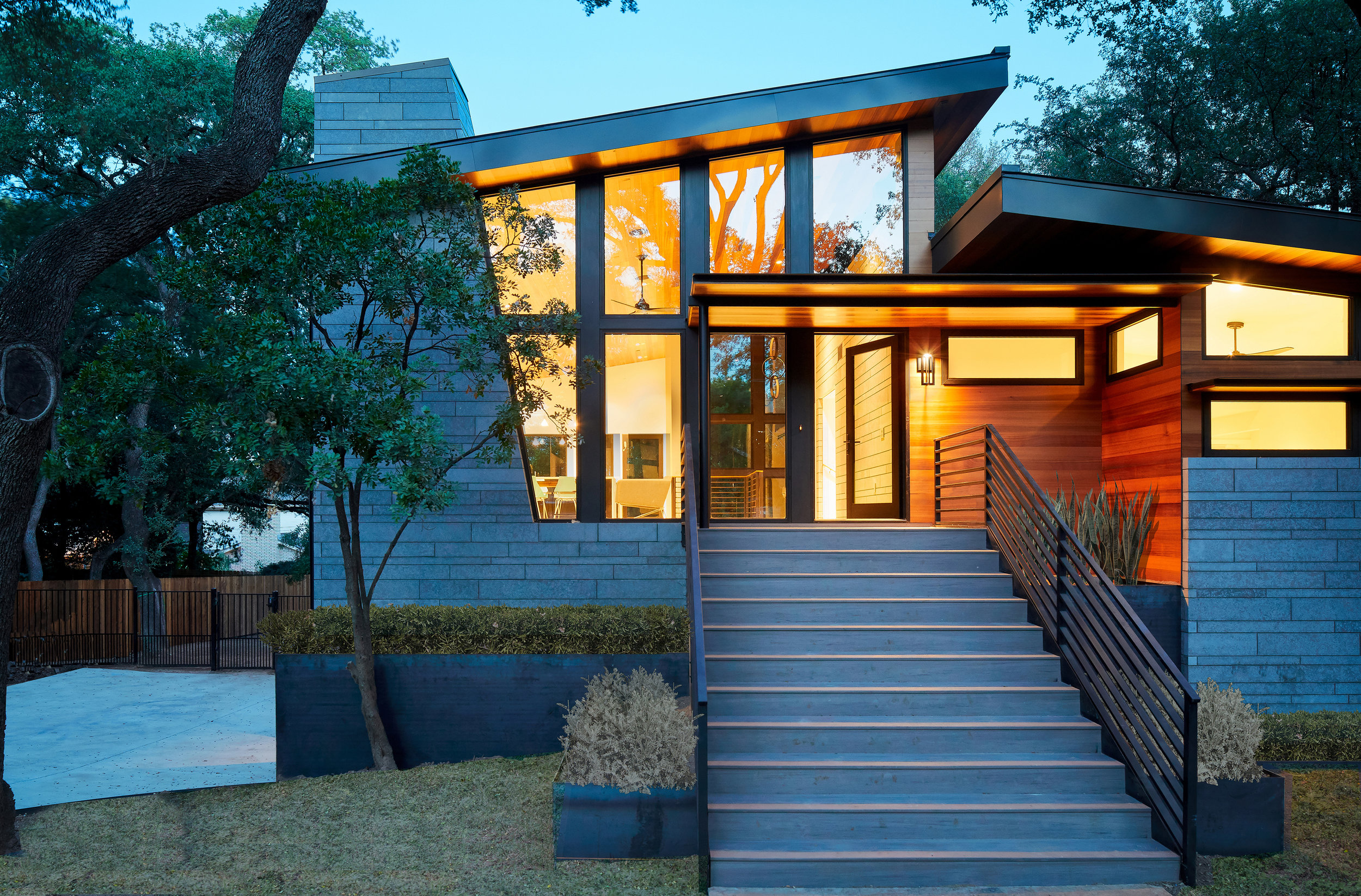 01-Ridgewood Residence by Matt Fajkus Architecture. Photo by Leonid Furmansky.jpg