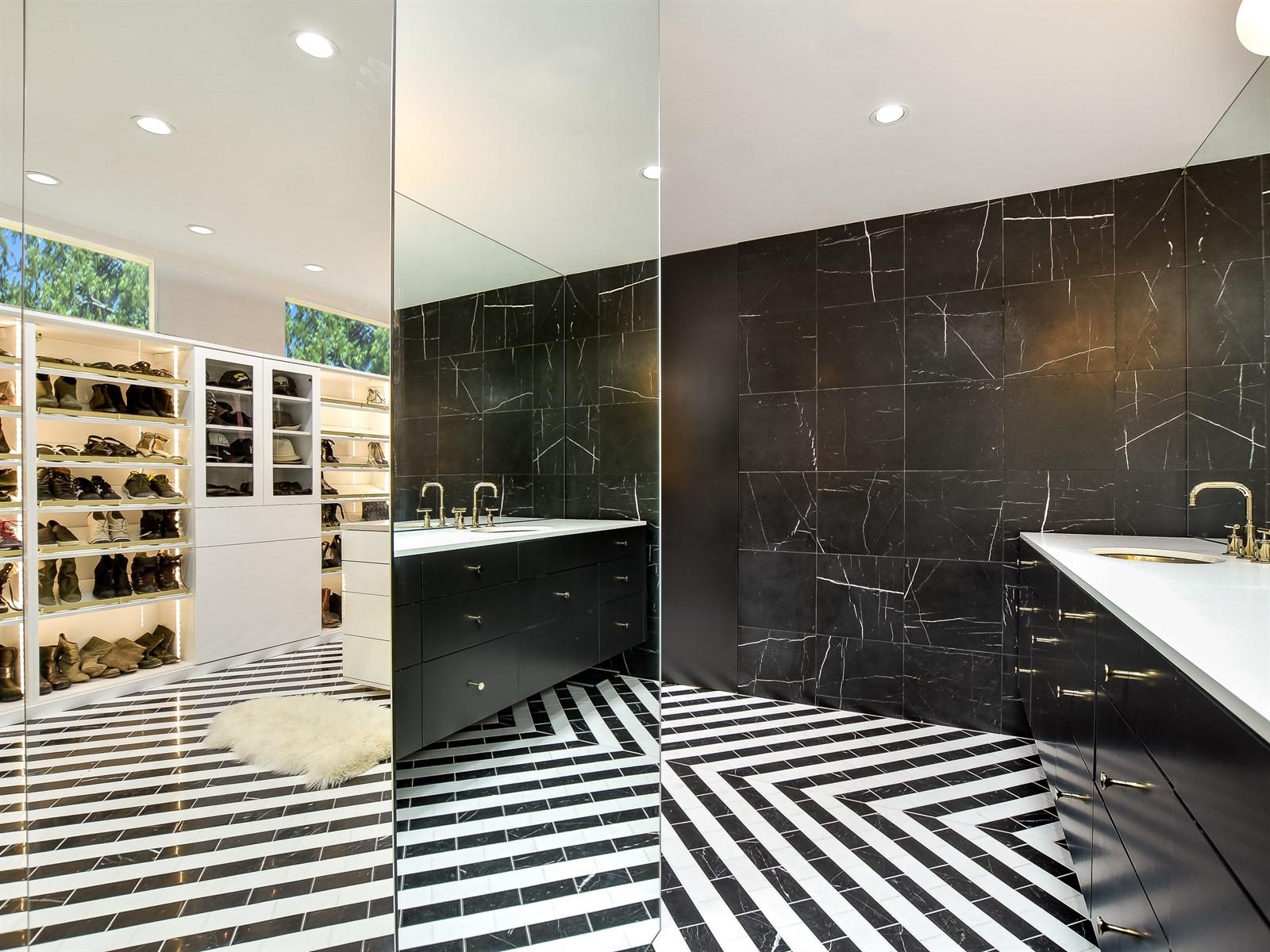 04 Binary Bathroom by Matt Fajkus Architecture.jpg