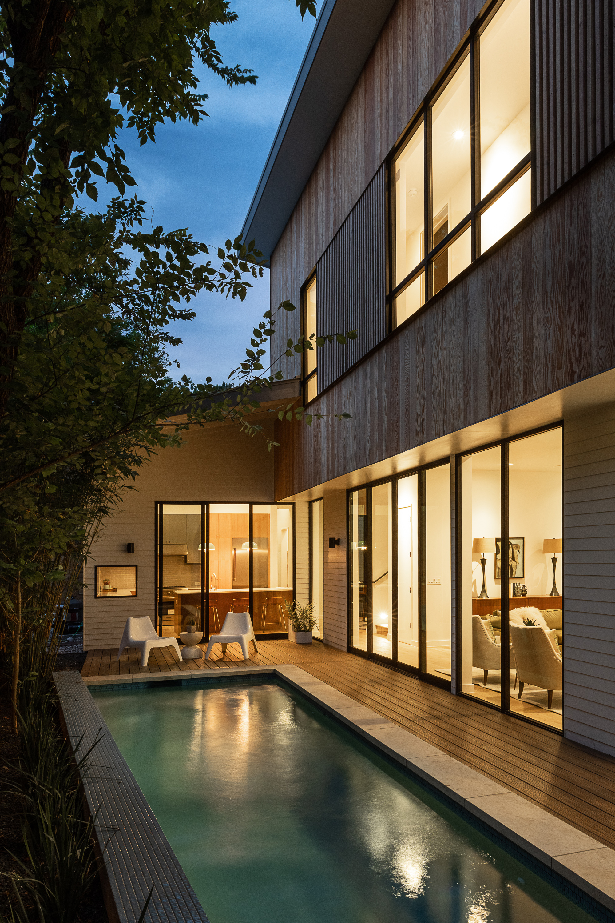 Split House by Matt Fajkus Architecture. Photo 2 by Casey Woods.jpg
