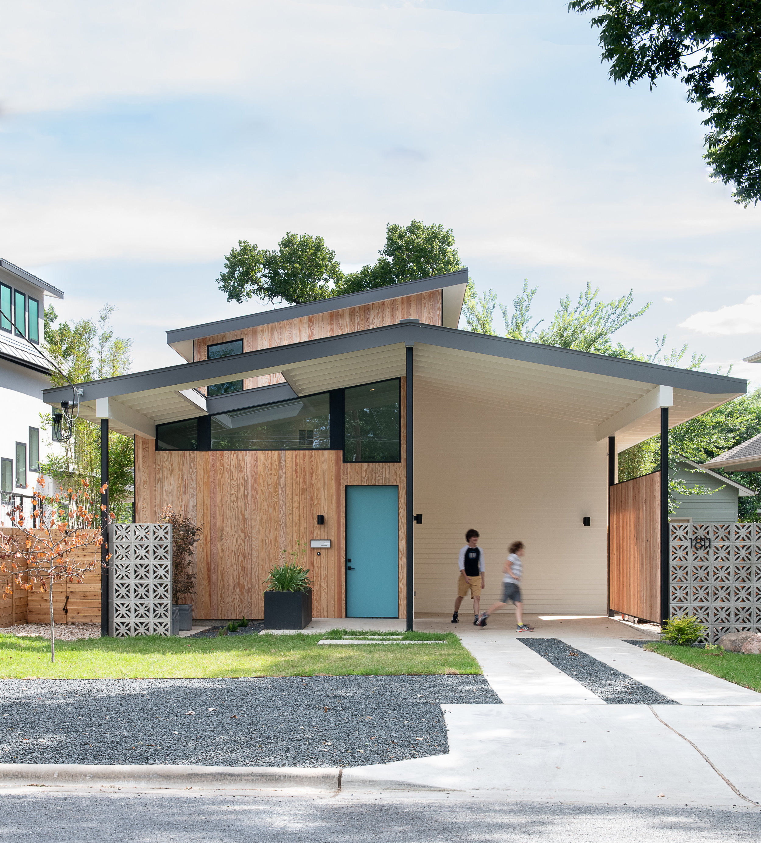 Split House by Matt Fajkus Architecture. Photo 3 by Casey Woods.jpg
