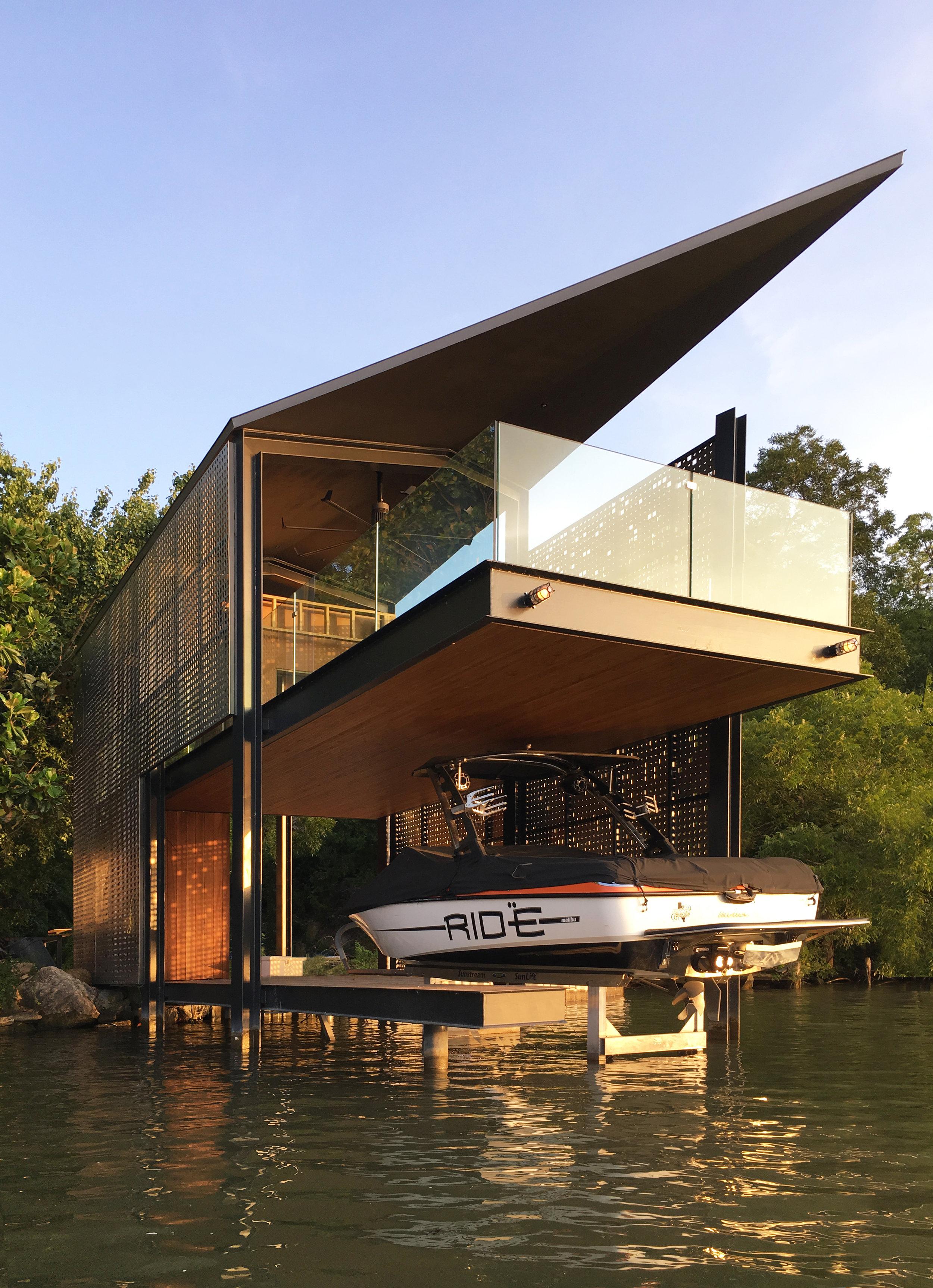 Filtered Frame Dock by Matt Fajkus Architecture. Photo by MF.jpg