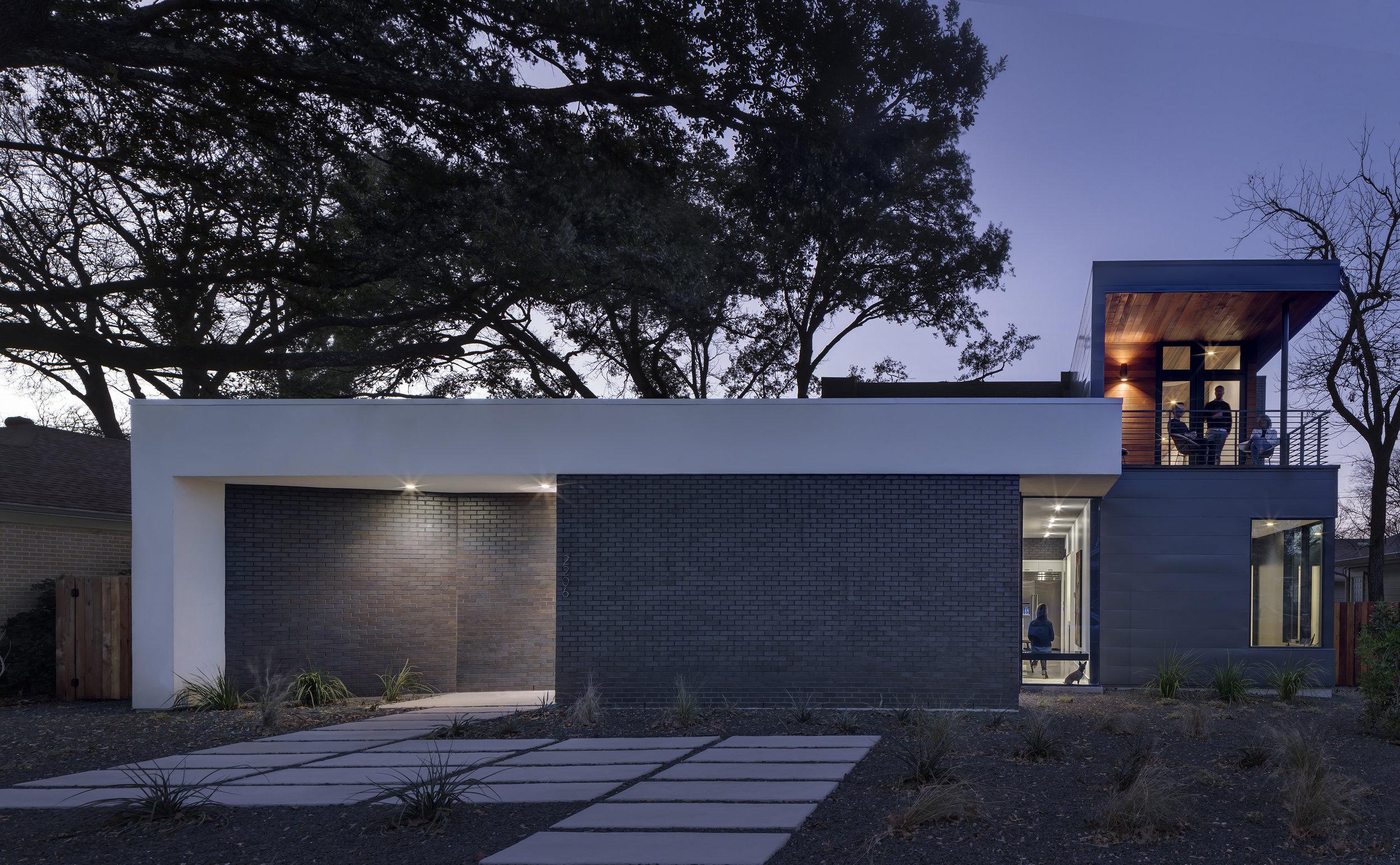 24 Matt Fajkus Architecture - Main Stay House Photo by Charles Davis Smith Front Facade.jpg
