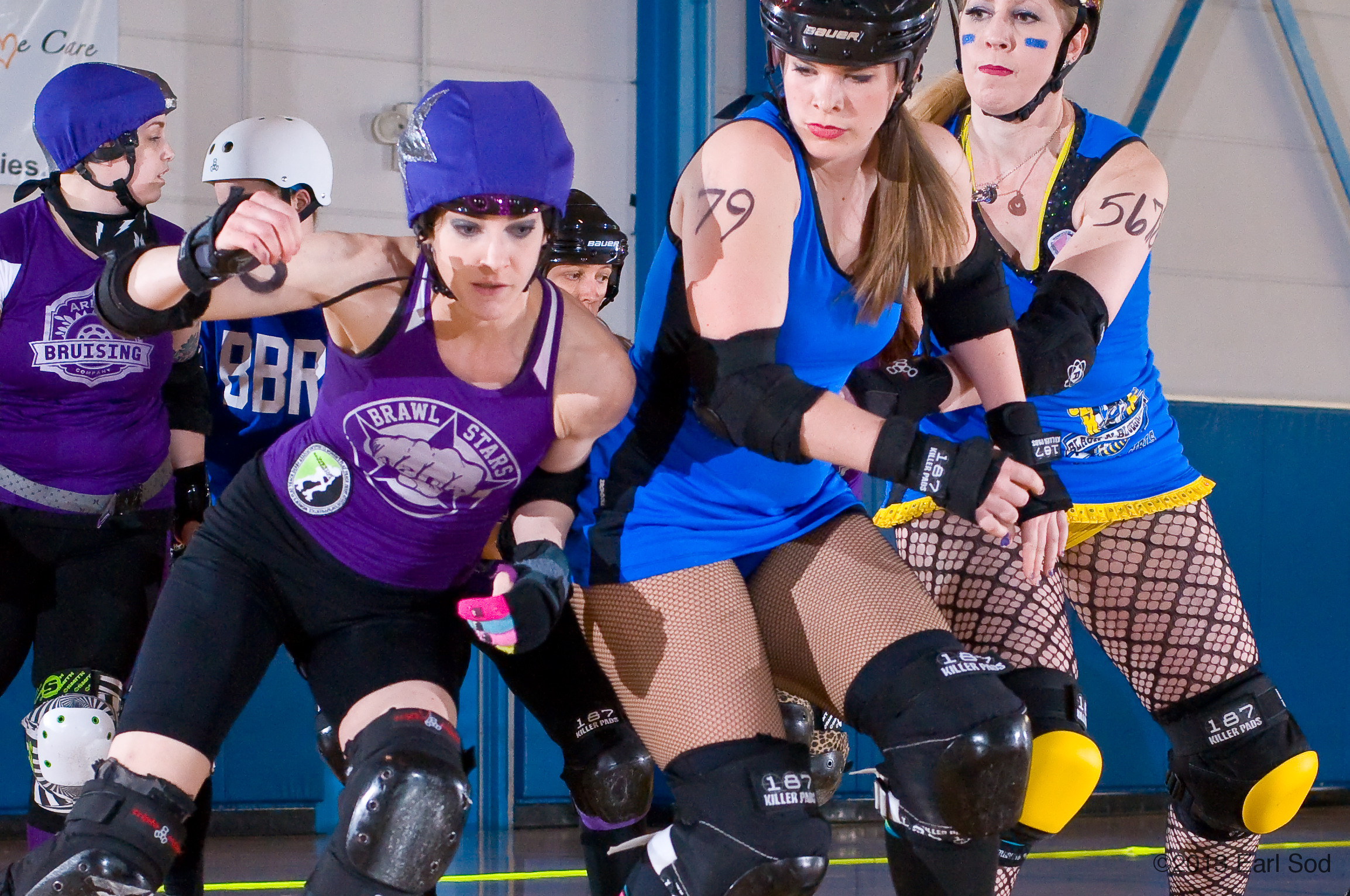 Brawlstars jammer Bex weaves through Black-n-Bluegrass' pack in an A2D2-BBRG double header April 13, 2013 in Florence, KY.( Earl Photobunny  /  Creative Commons )