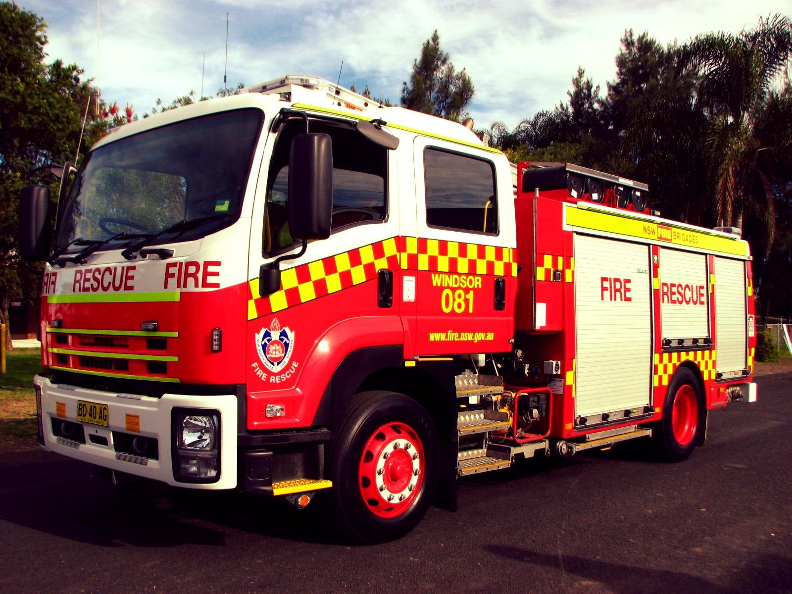 NSWFB_Isuzu_Fire-Rescue_Windsor_081_-_Flickr_-_Highway_Patrol_Images_(3).jpg