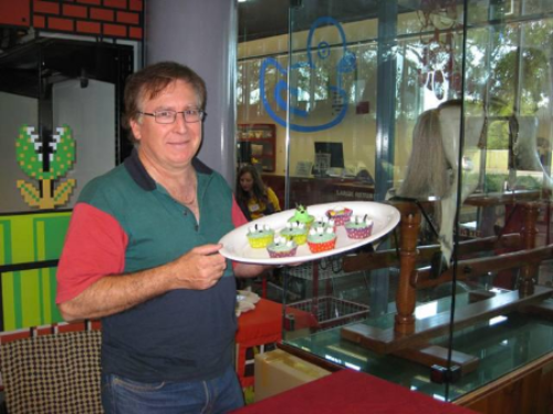 """Our Alien cupcakes were a hit at our pop culture expo """"May the fourth be with you""""  Club member - Des with yet another trayful for eager customers during the day!"""