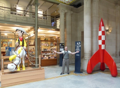 Stu is pictured here at the International Comic Book Museum in Brussels and what great icons of pop culture greet you upon entering the main foyer of the Museum!