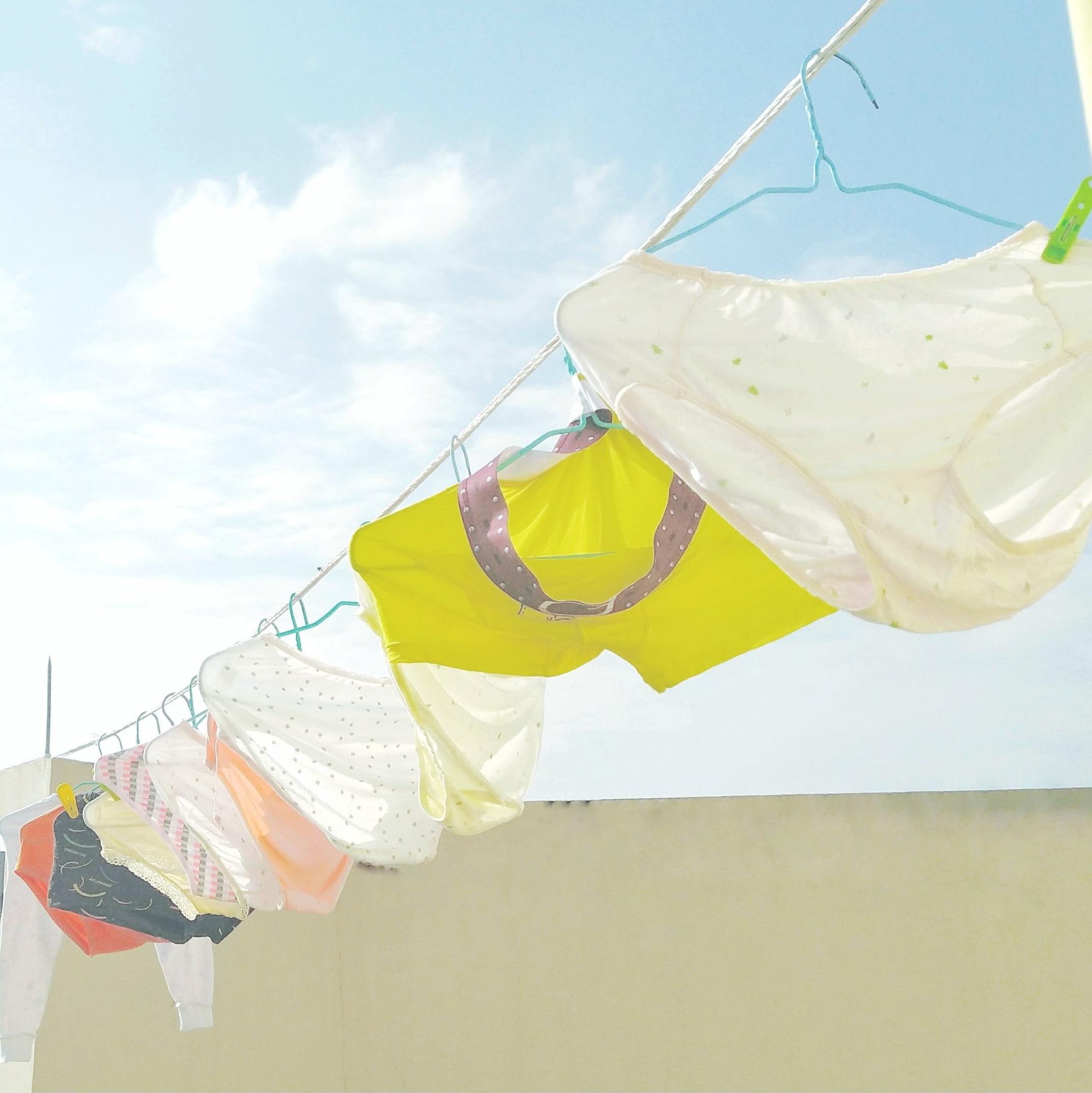 clothes-hanger-clothes-line-hanger-1597650.jpg