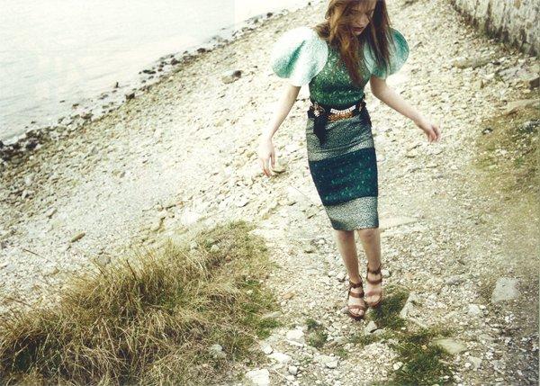 Urednik pričesk; ROBERT  Fotografija: Tomo Brejc  Styiling: Emil Rebek  Nosilka: Julijana Potapova  Oblekce: D&G