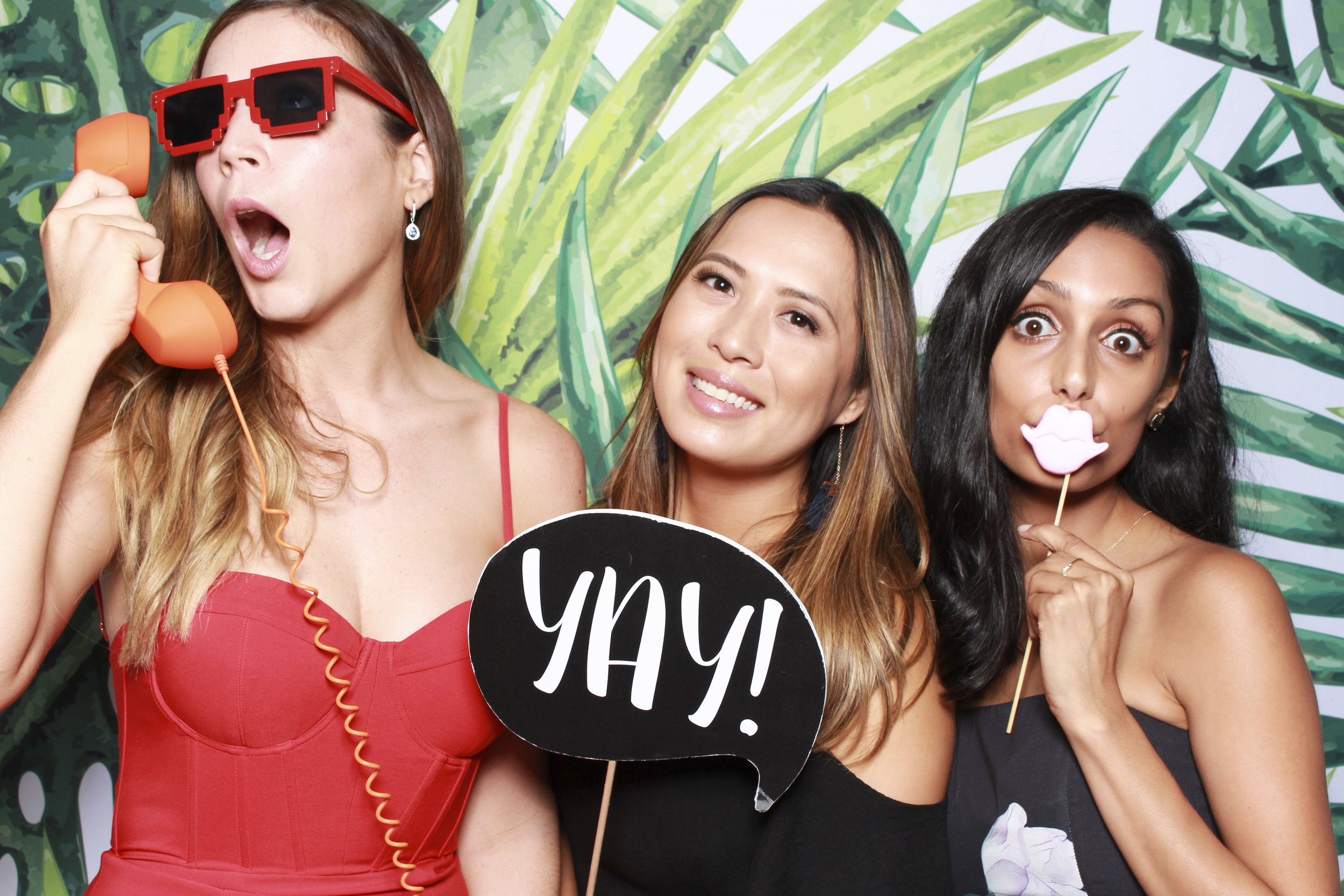 Photo+booth+hire+sydney+wollongong+tropical1.jpg