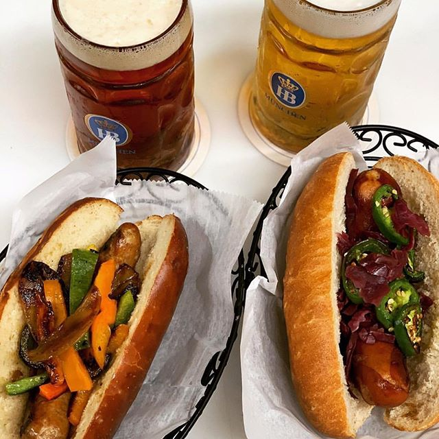 We could really use some of this right now ! Photo stolen from @maxbratwurst head down there for a late lunch with some delicious @hofbraeumuenchen and even more delicious food! 🍻 . . . . #hofbrau #nyccraftbeer #beer #bratwurst #bestbratwurst #healthyfood #beerforlunch #lunchdate #illtaketwo #litermug #literofbeer #prost #nyclunch #lunchtime #latelunch #maxbratwurstundbier