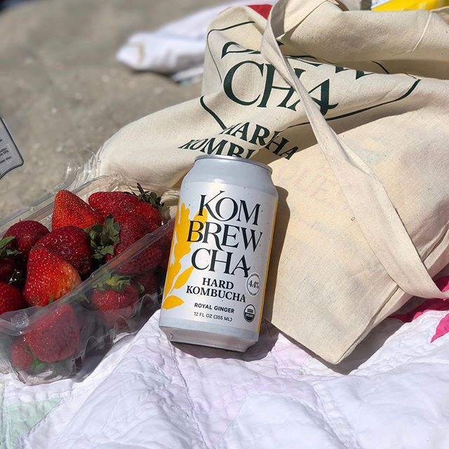 beach day essentials 🍻🏖 @kombrewcha . . . . #rockawaybeach #craftbeernyc #nyccraftbeer #kombrewcha #nycbeer #nycbeerevents #localbeer #nyclocal #longislandlocal #queens #nycbeerevents #hardkombrewcha #mdw2019 #memorialdayweekend #nycmdw #nyc #beachparty #stayhydrated