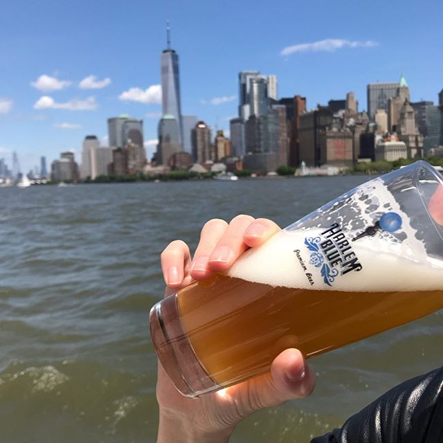 Clipper City Beer Sail 🍺 🏙 with Harlem Blue on tap! See the sights from a 158ft Schooner and relax with an ice cold beer. … … #sailing #sailingnyc #batterypark #harlem #harlemblue #clippercity #craftbeernyc #downtownmanhattan #summervibes #beer #localbeer #nyclocal