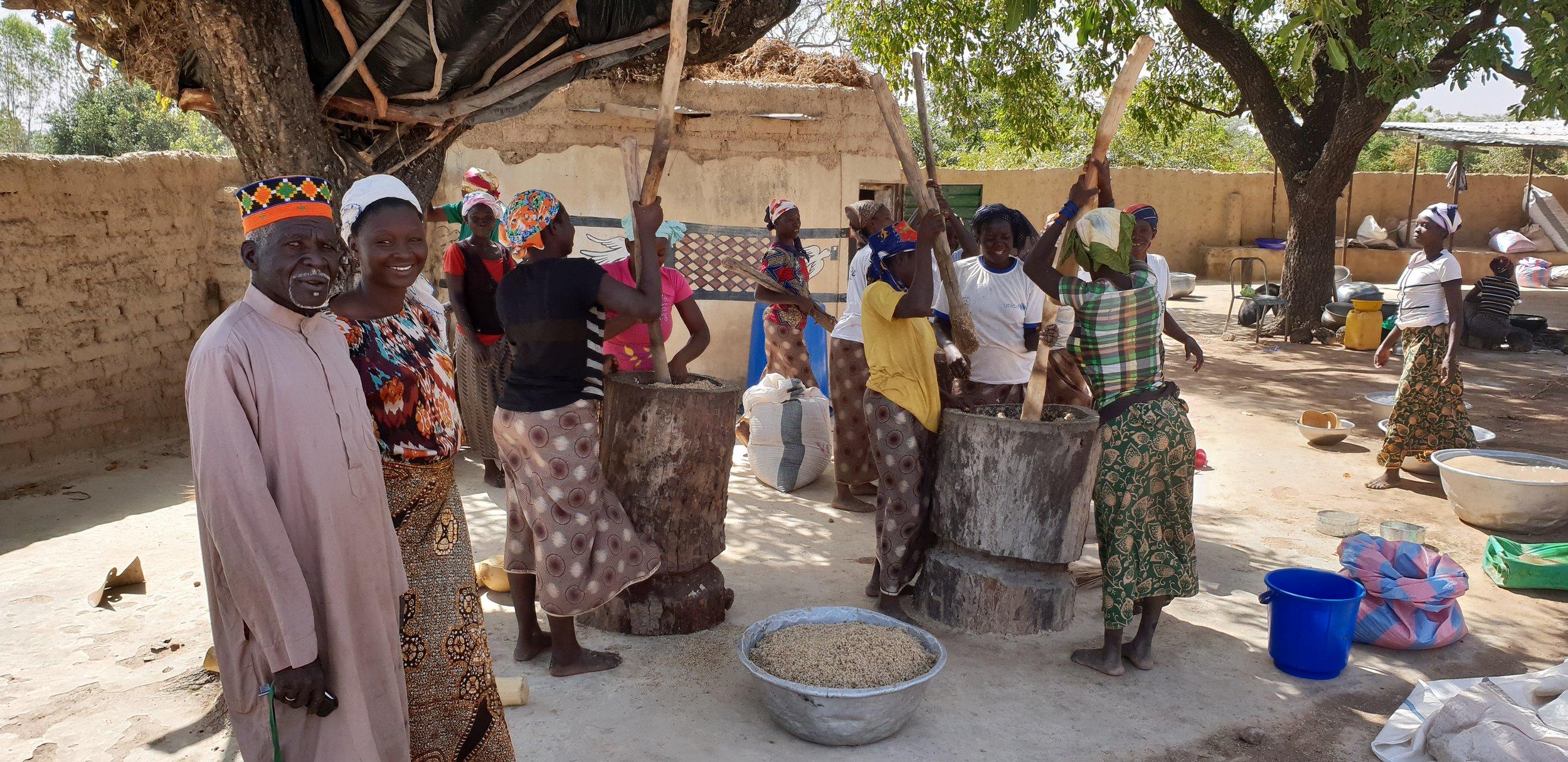 Le Chef du village de Guillé vient saluer les femmes Tamneere