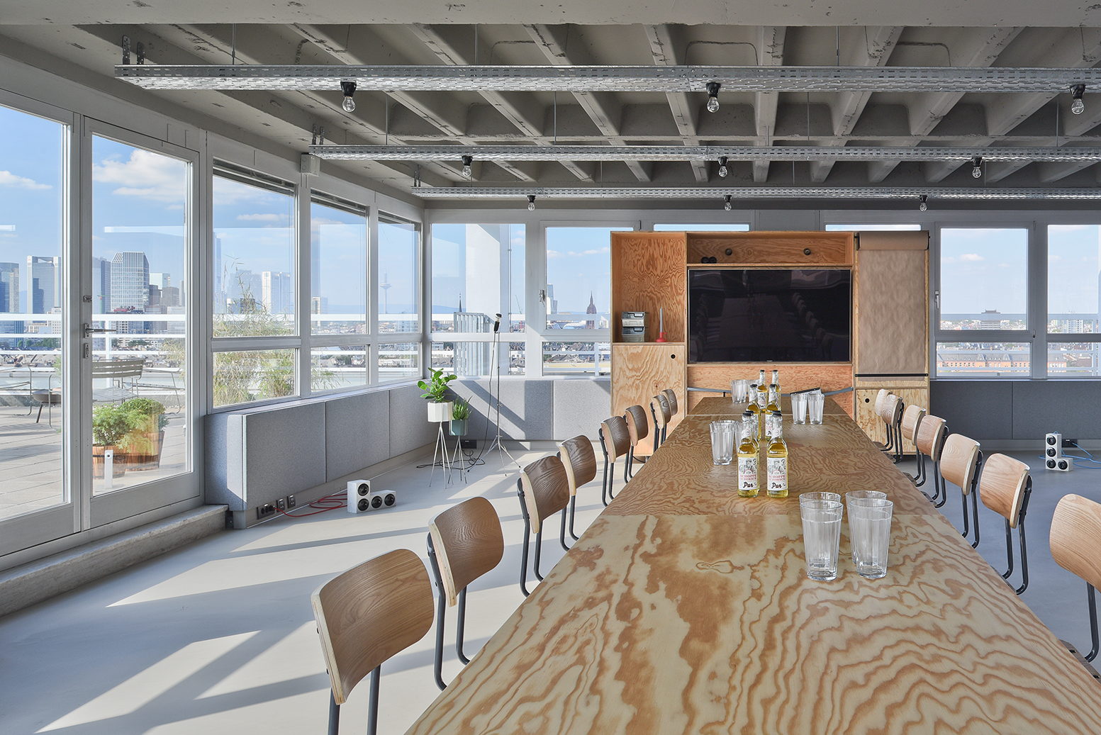 Meeting area A with view.jpg