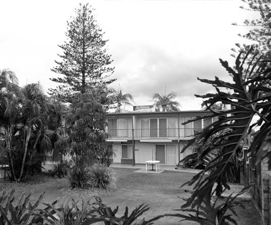 The Hideaway. Sort of like our old holiday flats but with superior paintwork. Cabarita Beach, North Tweed Heads. (Photo: see halcyonhouse.com)